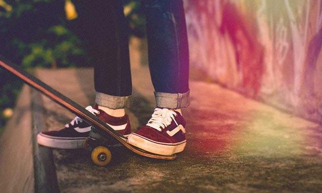 sepatu sneakers original pria dan wanita
